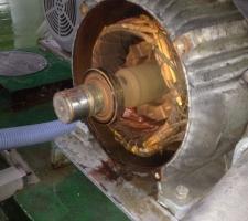 펌프 내부 물유입에 따른 베어링 파손 사진