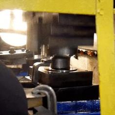 숟가락 만드는 자동화 기계